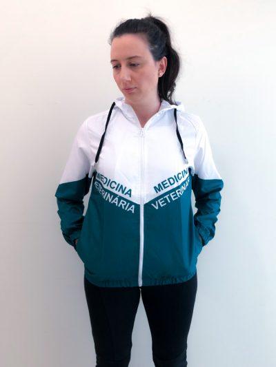 jaqueta corta vento do curso de medicina veterinária